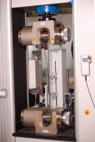 Kidalica Inspekt 600kN za ispitivanje čelika prema ISO6892 s hidrauličkim hvataljkama, peći i long distance ekstenzometar